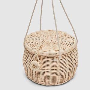 NWOT Zara Basic basket purse
